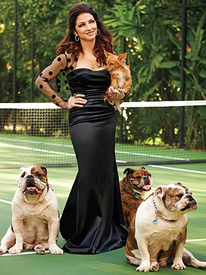 gloria-estefan-bulldogs